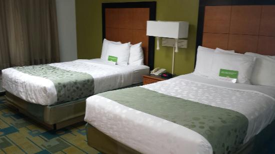 La Quinta Inn & Suites St. Pete-Clearwater Airport: Great decor & clean