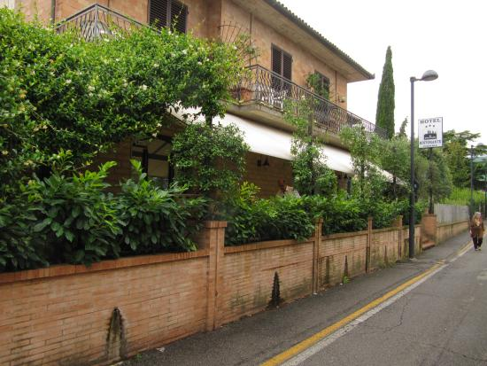 Hotel Ristorante da Graziano : ingresso ristotante hotel