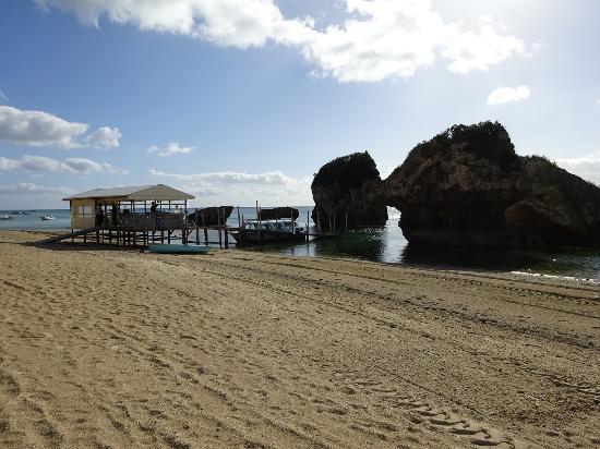 Miibaru Beach: 奇岩が点在する小景地