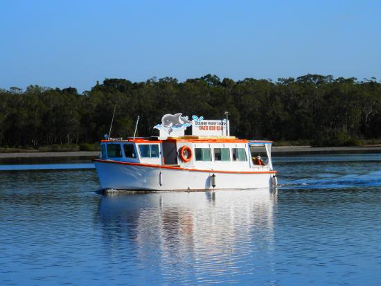 Tin Can Bay, Australia: Dolphin Ferry cruising to the Dolphin Centre