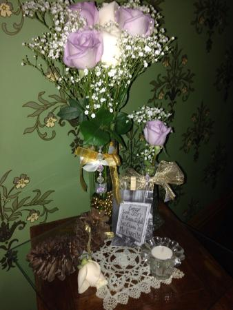 Fallon Hotel: Roses and live notes