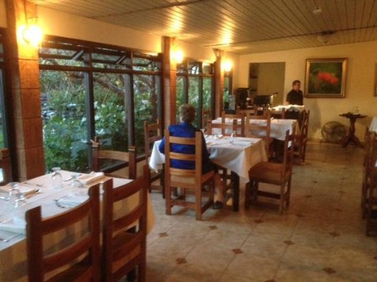El Oasis Hotel & Restaurant: Inside dining room