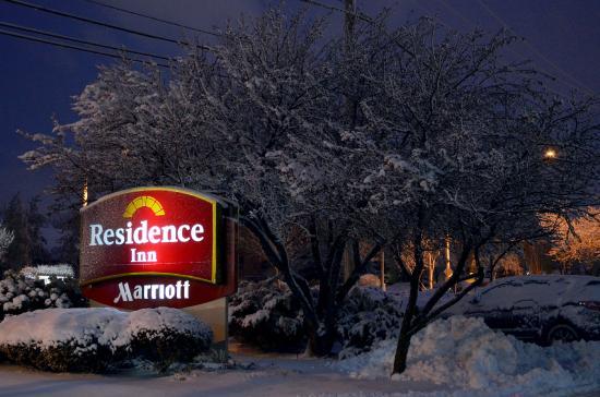 Residence Inn Chicago Lombard: Snowy Evening at Lombard Residence Inn