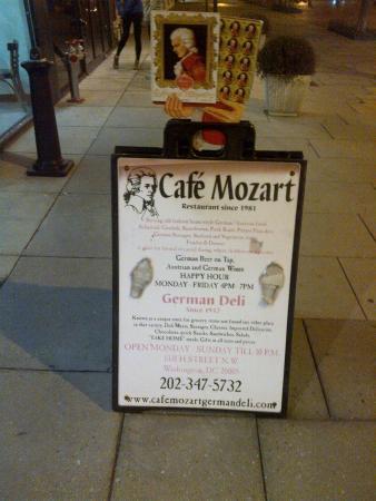Cafe Mozart & Bar: Exterior View