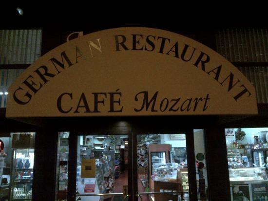 Cafe Mozart & Bar: Exterior Canopy