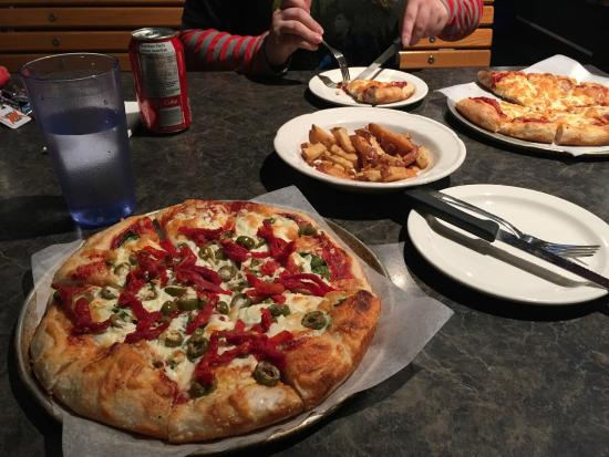 Lou Lou's Pizzeria : Yummy pizza!