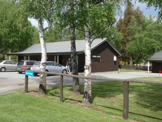 Hanmer Springs Top 10 Holiday Park : Our studio cabin at right hand end
