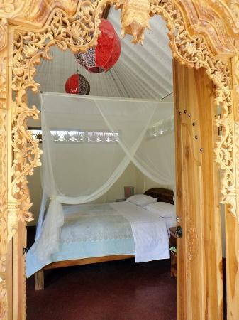 White Lotus Yoga & Meditation Centre: Bed room of the Garden Chalet