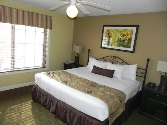Holiday Inn Club Vacations at Lake Geneva Resort: King bed