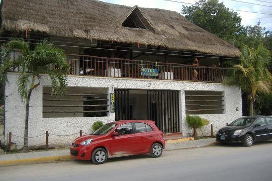 Hotel La Luna Gitana : big road - but not too busy