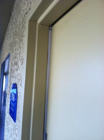 Best Western Innsuites Tucson Foothills Hotel & Suites: Top of the door from the outside