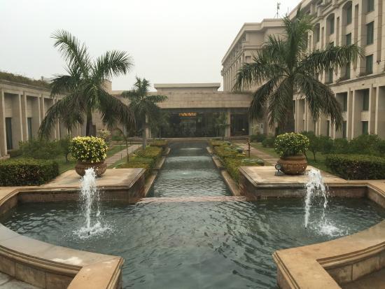 The Grand New Delhi : Outside