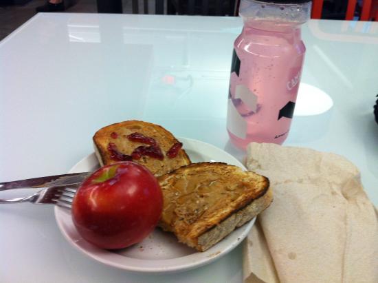 HI Boston: Breakfast!