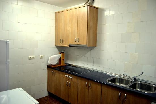 Noguera de Albarracin, Spain: Cocina del albergue