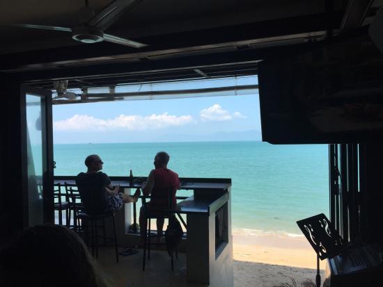 Billabong Surf Club: Enjoying a beer