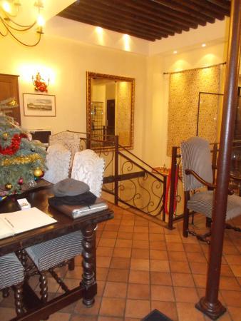 Castex Hotel: Reception area