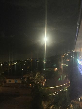 Rolson Cocina,Cantina & Hotel: Beautiful view of town illuminated by a full moon