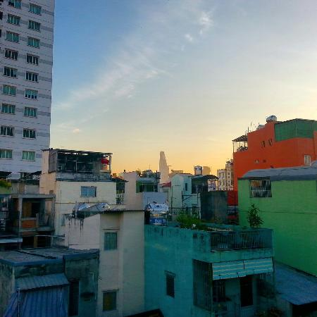 Khoi Hostel : Sunrise from the view of the rooftop.