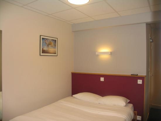 """Hotel Saint Jean : Chambre """"Côté rue"""""""