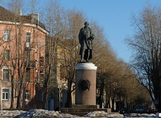 Lomonosov Statue