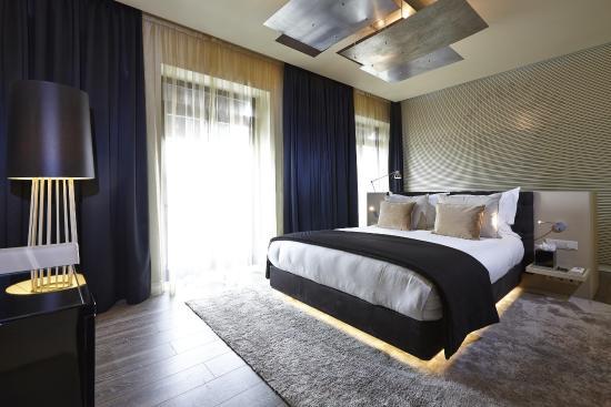 9HOTEL MERCY: Deluxe room