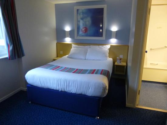 Travelodge Manchester Central: Room 513 - Bed