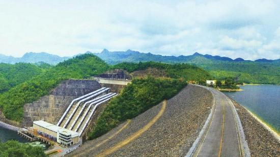 Tha Pla, Tajlandia: Sirikit dam...Beautiful