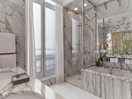 Hôtel Plaza Athénée: Plaza Athenee - Suite Superieure 218 - LR (c) Eric Laignel 3