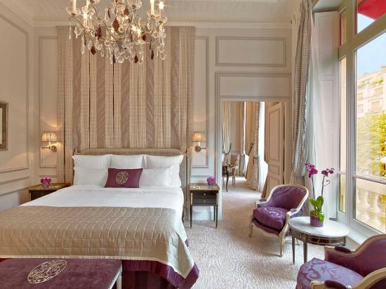 Hotel Plaza Athenee: Plaza Athenee - Suite Prestige 215-216 - LR (c) Eric Laignel 2
