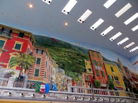 Un lato del murale... - Foto di Le Terrazze, La Spezia - TripAdvisor