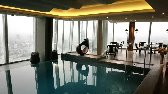 Swimming pool picture of shangri la hotel at the shard - Hotel in london with swimming pool ...