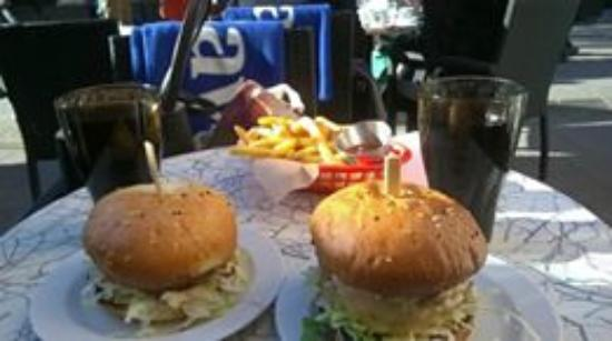 Rocket Burger Cafe : try the fries, they are great