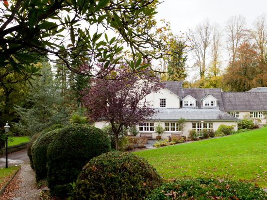 Briery Wood Country House Hotel: Autumn colours in the gardens