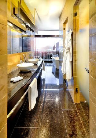 The Dolder Grand : Our Junior Grand Suite Bathroom
