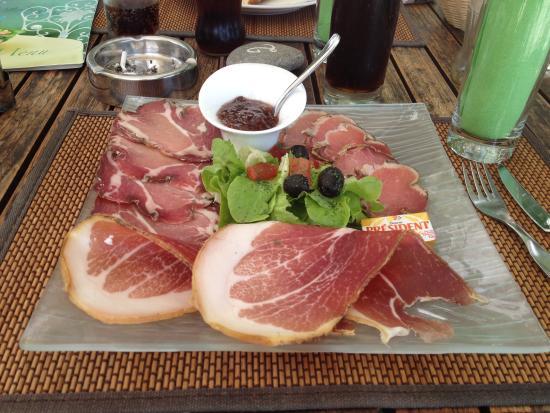 Hotel La Solenzara : Petit plat de jambon
