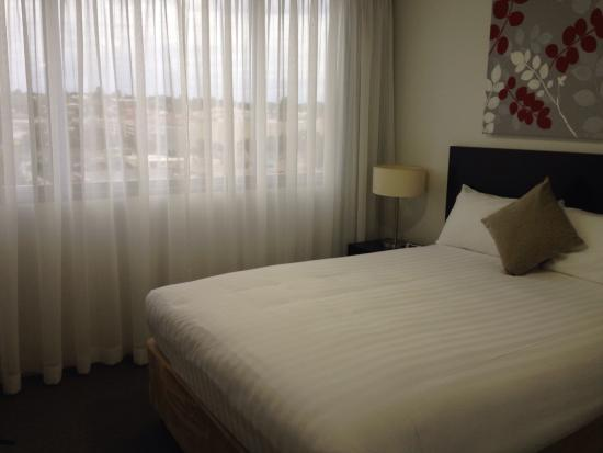 Toowoomba Central Plaza Apartment Hotel : Main bedroom in apartment