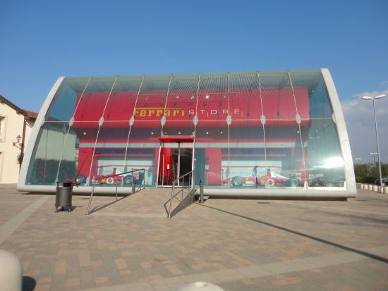 Ferrari - Foto di Serravalle Designer Outlet, Serravalle Scrivia ...