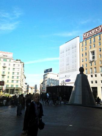Fontana di Piazza San Babila: Piazza San Babila