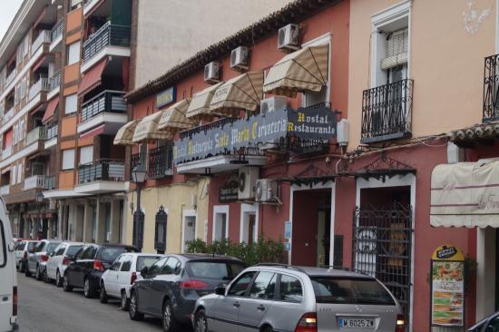 Hostal Santa Marta Aranjuez: Front of Hostel