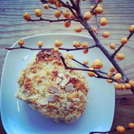 The Foodstory Cafe: almond scones
