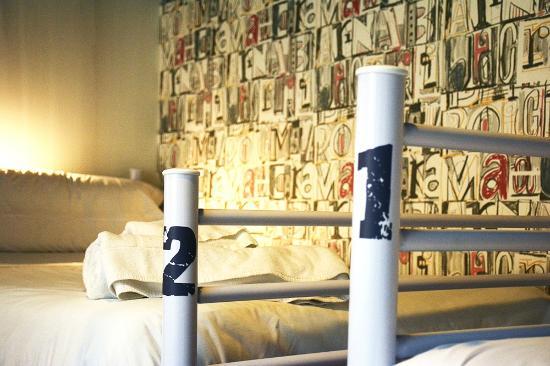 Room007 Chueca Hostel: Bunk Beds