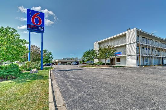Motel 6 chicago southwest aurora updated 2017 prices for Motels in chicago