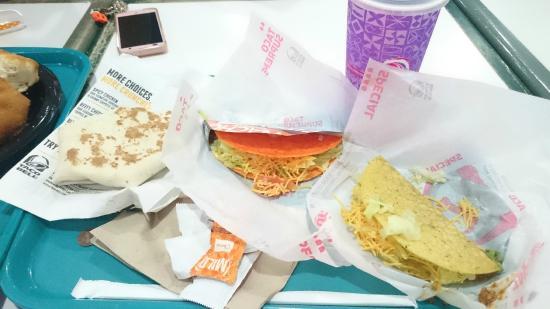 Taco Bell: 名前は忘れましたが、3タコス+ドリンクのBoxセット。6.99US$
