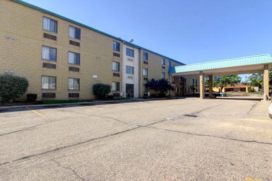 Motel 6 Madison North: Exterior