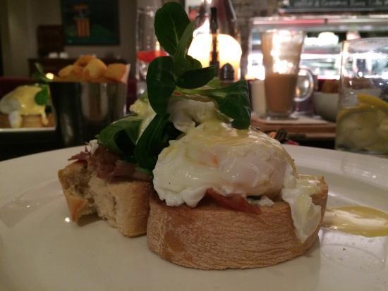 The Russell Restaurant: Tasty eggs Benedict