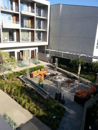 Shore Hotel: Lovely Outdoor Fire/water Garden/sitting Area...view. Shore  Hotel: Santa Monica ...