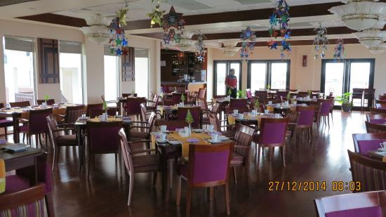 Hulhule Island Hotel: В ресторане