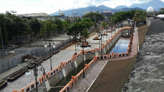 Ternate, Indonezja: Taman fort oranje yang indah..