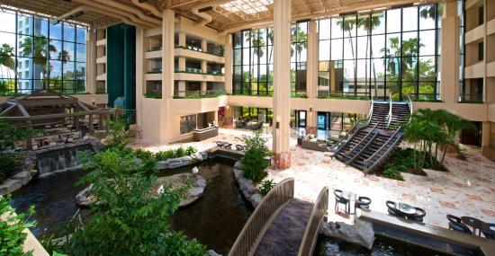 Embassy Suites by Hilton Palm Beach Gardens PGA Boulevard: Atrium