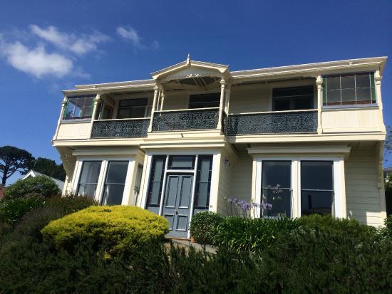 Gardens Homestay: The grand house!